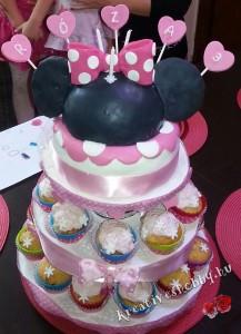 Emeletes Minnie egér-torta