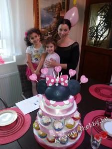 Emeletes Minnie egér-torta Róza utolsó szülinapján