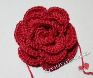 Horgolt rózsa: összevarrjuk