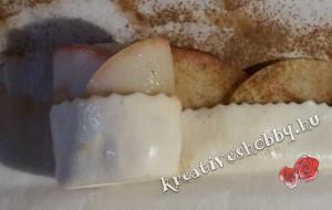Almarózsák: a tészta feltekerése