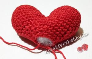 Amigurumi szív: töltés tömőanyaggal