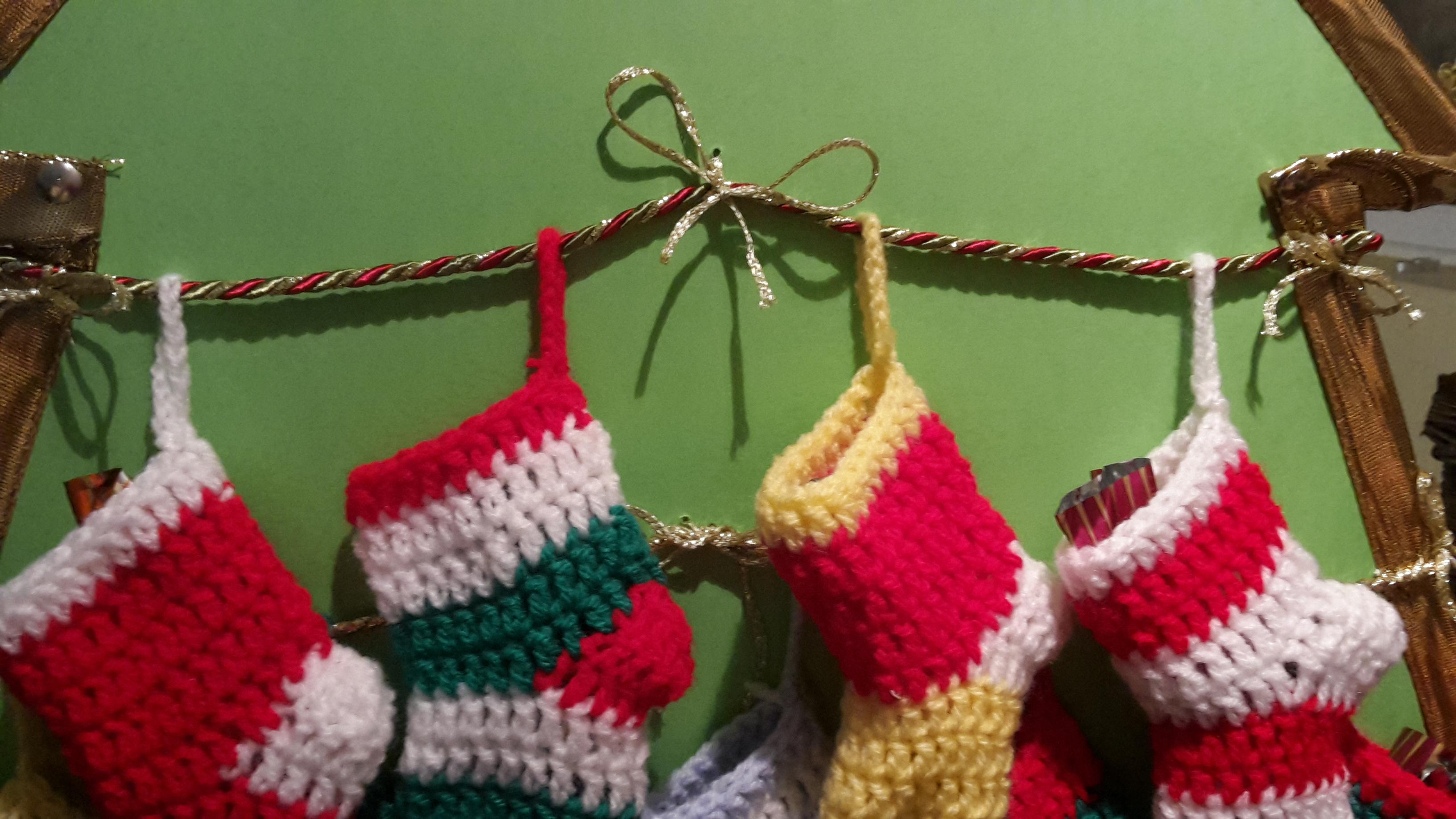 Adventi kalendárium mini horgolt zoknikból 2.rész - Kreatív+Hobby ... df9c56d9d5