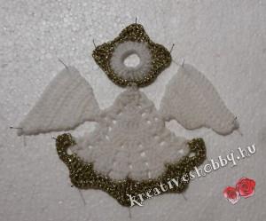 Horgolt angyal: kikeményítjük