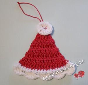 Horgolt Télapó-sapka karácsonyfadísz