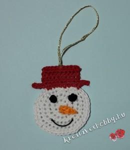 Horgolt hóember karácsonyfadísz