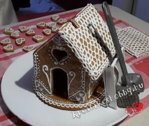 Mézeskalácsház: rögzítjük a tetőt, míg megköt