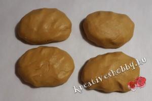 Mézes krémes: négy egyforma részre osztjuk a tésztát