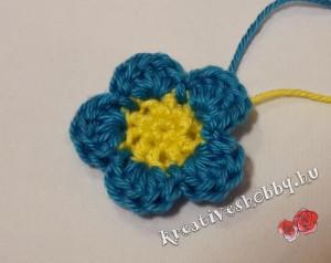 Egyszerű horgolt ötszirmú virág