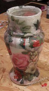 Dekupázsolt váza: hagyjuk száradni a lakkot