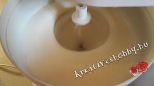 Gluténmentes piskótatekercs: a fehérjét keményre verjük