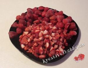 Joghurt-torta: a gyümölcs felaprítása