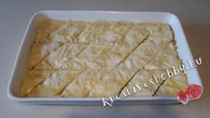 Baklawa: felvágjuk a tésztát