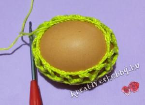 Horgolt tojástakaró főtt tojásra