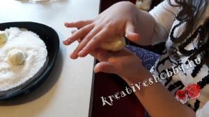 Házi Raffaello-golyó: golyóformázás