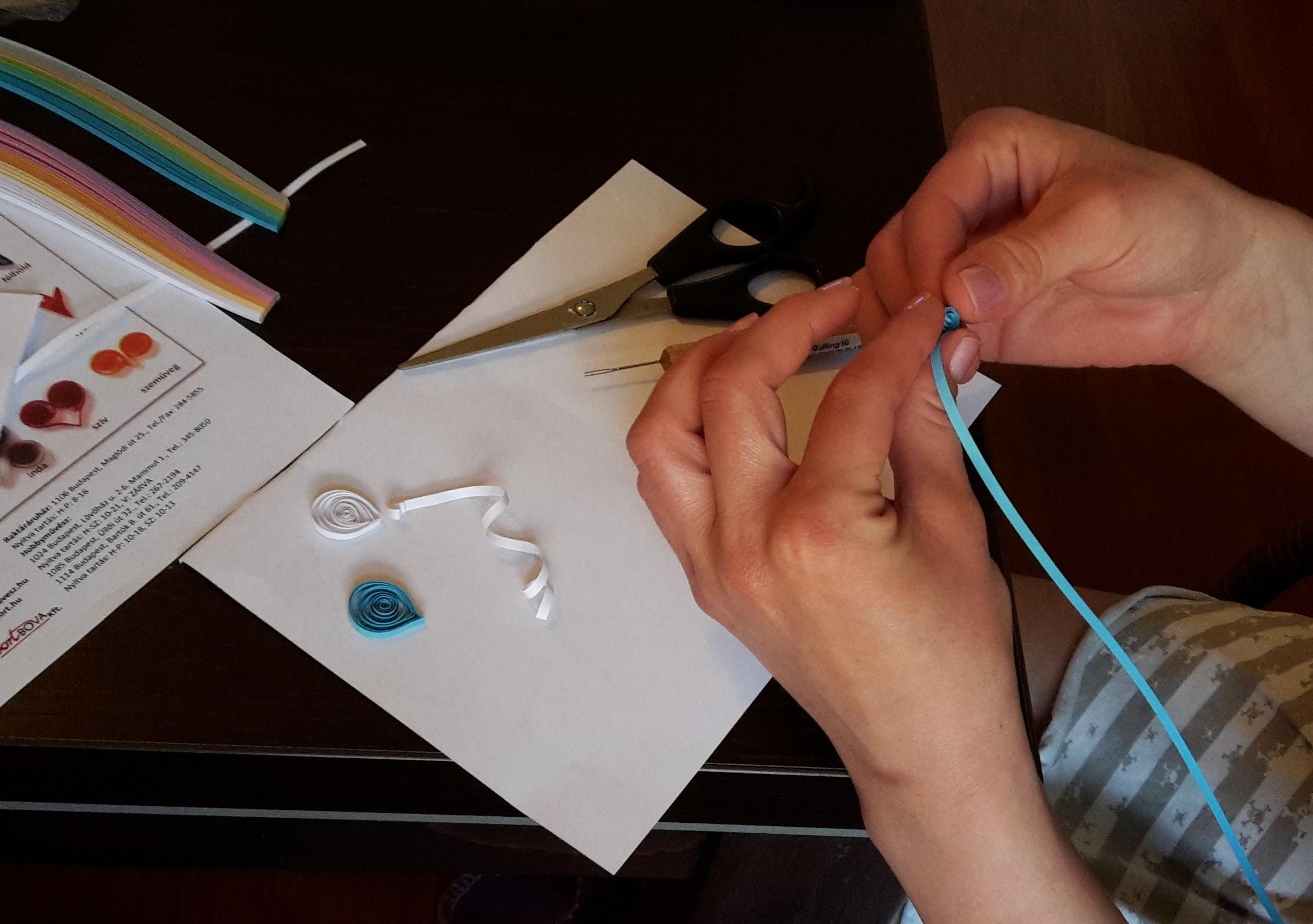 dcac4ffbac A papírcsík-technika (quilling) alapjai - Kreatív+Hobby Alkotóműhely