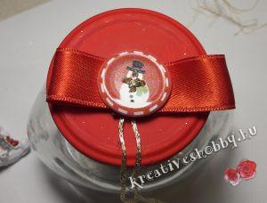 Hógömb készítés: feldíszítjük a kupakot