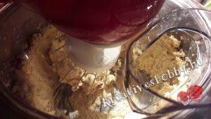 Gyömbéres keksz: összedolgozzuk a tésztát