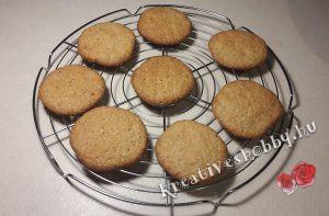 Gyömbéres keksz: rácson hagyjuk kihűlni