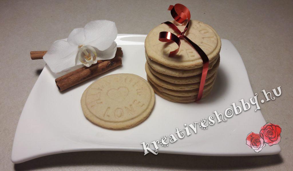 Fahéjas sütipecsétes keksz
