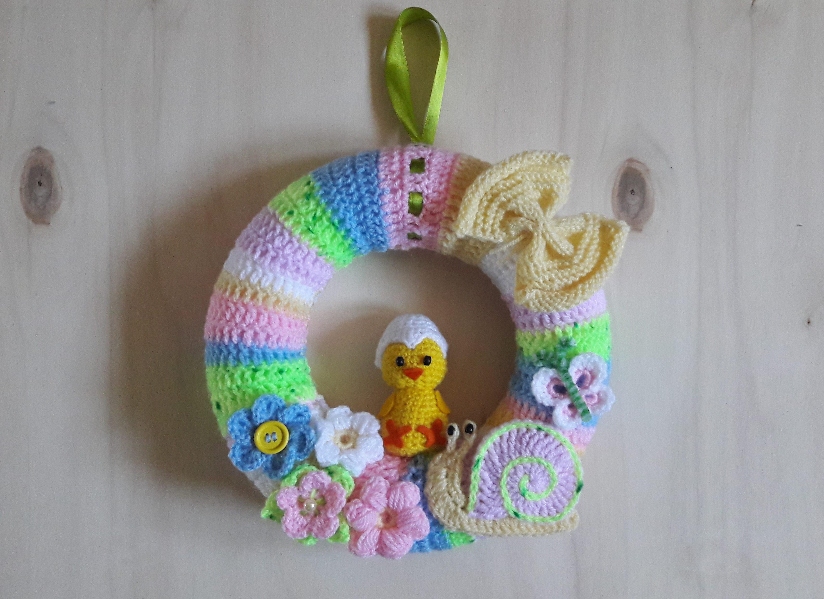 Horgolt tavaszi ajtódísz csiga-bigával. Ebben a bejegyzésben a felhúzott  pálca (puff stitch) ... c726d8b2e6