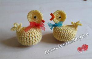 Horgolt csibés tojástakaró
