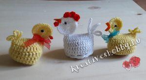 Horgolt csibés és tyúkocskás tojástakarók tojással