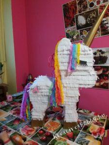 Unikornis-piñata