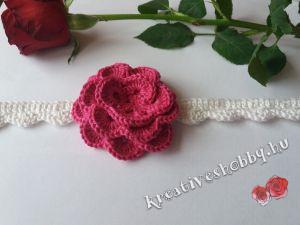 Horgolt rózsás nyakék