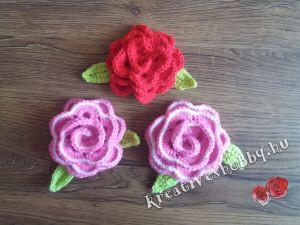 Horgolt rózsás ajtódísz: a rózsák